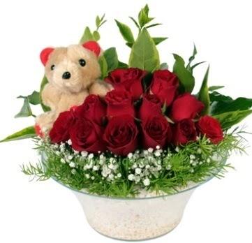 Cam tabakta 7 adet kırmızı gül ve küçük ayı  Ulus Ankara 14 şubat sevgililer günü çiçek