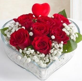Kalp içerisinde 7 kırmızı gül kalp çubuk