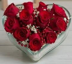 Kalp içerisinde 7 adet kırmızı gül
