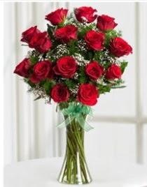 Cam vazo içerisinde 11 kırmızı gül vazosu  Ulus Ankara İnternetten çiçek siparişi