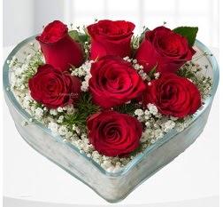 Kalp içerisinde 7 adet kırmızı gül  Ulus Ankara çiçek gönderme