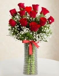 11 Adet kırmızı gül 1 adet kalp çubuk vazoda  Ulus Ankara 14 şubat sevgililer günü çiçek