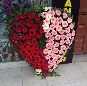 Kalp pano kalp şeklinde pano çiçeği  Ulus Ankara anneler günü çiçek yolla