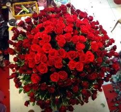 Sepet içerisinde 351 gülden kız isteme çiçeği
