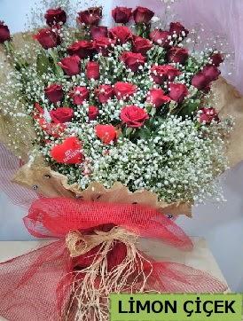 Kız isteme çiçeği buketi 33 kırmızı gülden  Ulus Ankara hediye sevgilime hediye çiçek