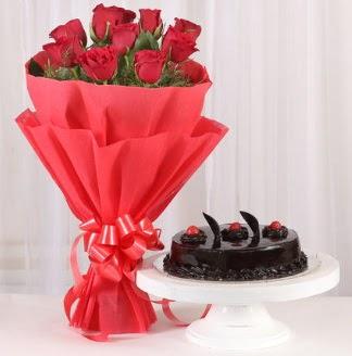10 Adet kırmızı gül ve 4 kişilik yaş pasta  Ulus Ankara hediye sevgilime hediye çiçek