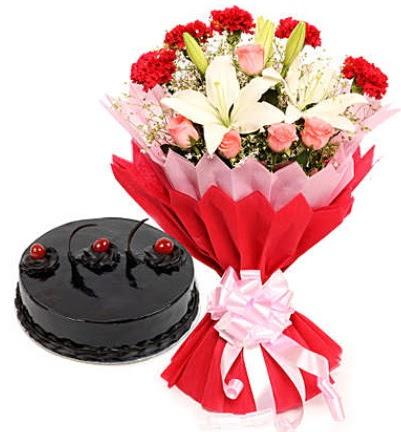 Karışık mevsim buketi ve 4 kişilik yaş pasta  Ulus Ankara 14 şubat sevgililer günü çiçek