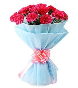 19 adet kırmızı karanfil buketi  Ulus Ankara İnternetten çiçek siparişi