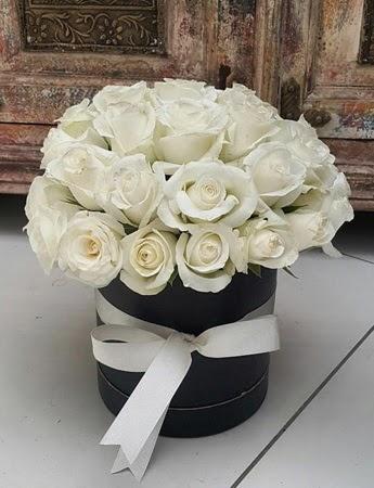 33 adet beyaz gülden görsel kutu tanzimi  Ulus Ankara çiçek servisi , çiçekçi adresleri