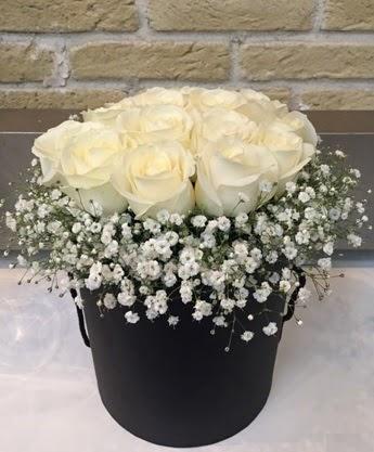 19 adet beyaz gülden görsel kutu çiçeği  Ulus Ankara anneler günü çiçek yolla
