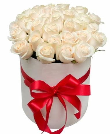 Kutuda özel 27 beyaz gül aranjmanı  Ulus Ankara yurtiçi ve yurtdışı çiçek siparişi
