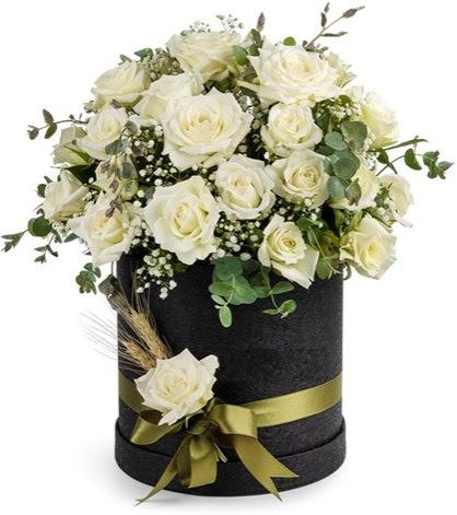 Kutu içerisinde 33 adet beyaz gül tanzimi  Ulus Ankara çiçekçi telefonları