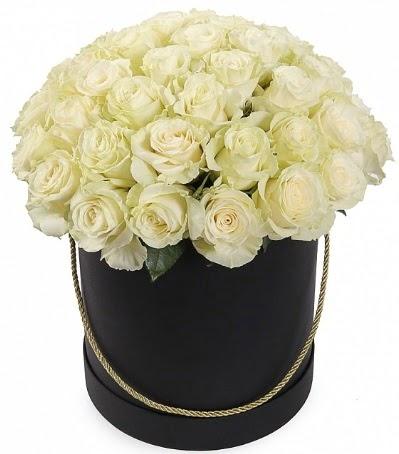 33 Adet beyaz gül özel kutu içerisinde  Ulus Ankara hediye sevgilime hediye çiçek